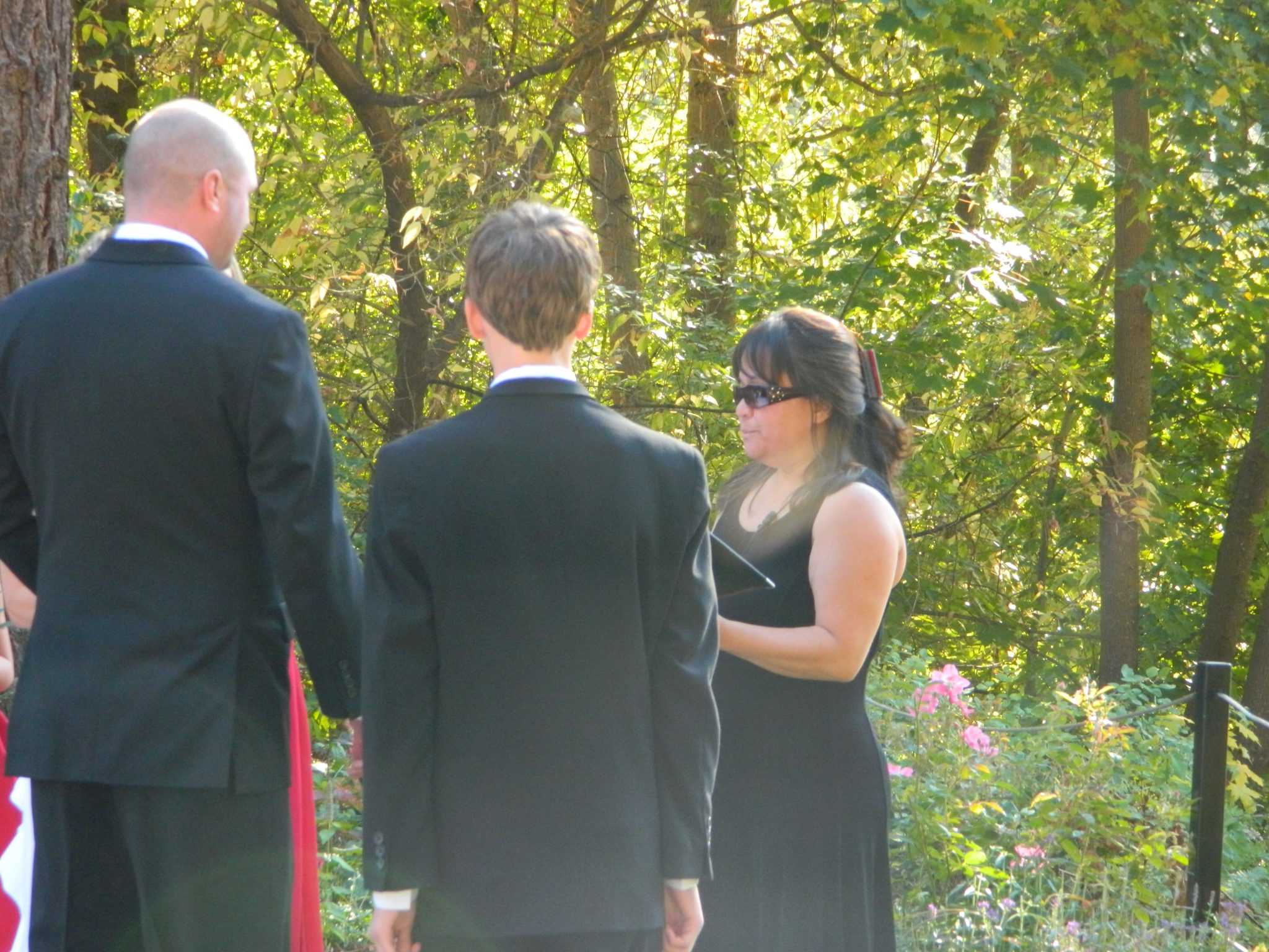 Wedding Officiant Minister Leavenworth